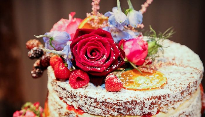 What Are Best Cakes And Floral Combinations For Any Occasion